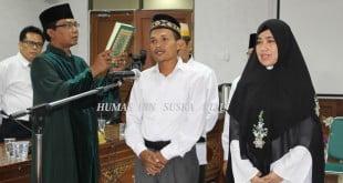 Rohaniawan mengangkat Sumpah jabatan menurut  agama Islam
