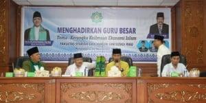 Foto: Guru Besar Ekonomi Syariah yang juga merupakan Rektor UIN Suska Riau bersama pejabat teras FSH