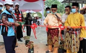 Pemotongan pita oleh Rektor UIN Suska Riau