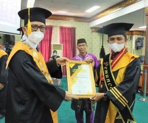 Pemuncak program Pascasarjana Hendri K